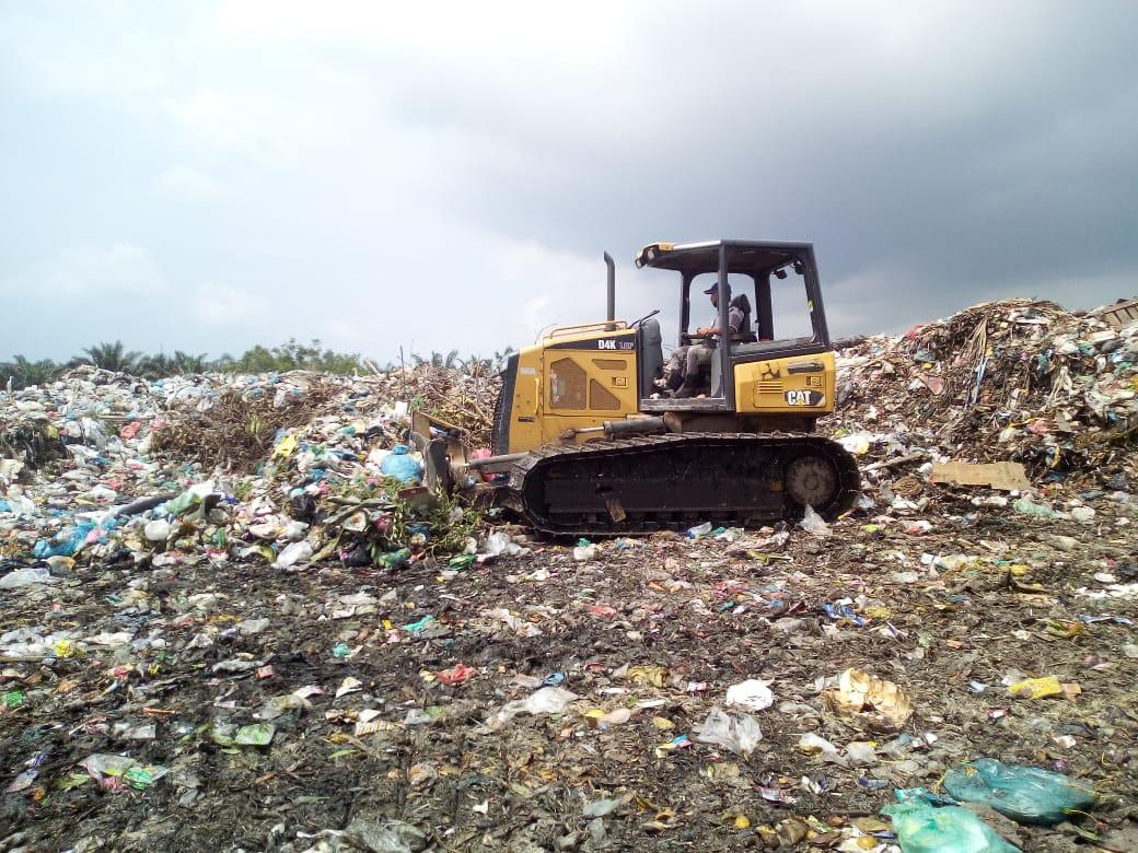 DLH Bekerjasama Dengan Dinas PUPR Kabupaten Asahan Lakukan Penataan di Lokasi Pembuangan Sampah