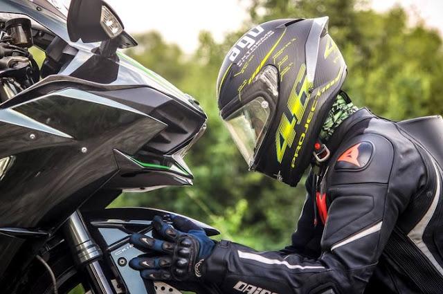 Pengendara Bermotor, Perhatikan 5 Tips Memilih Helm yang Benar