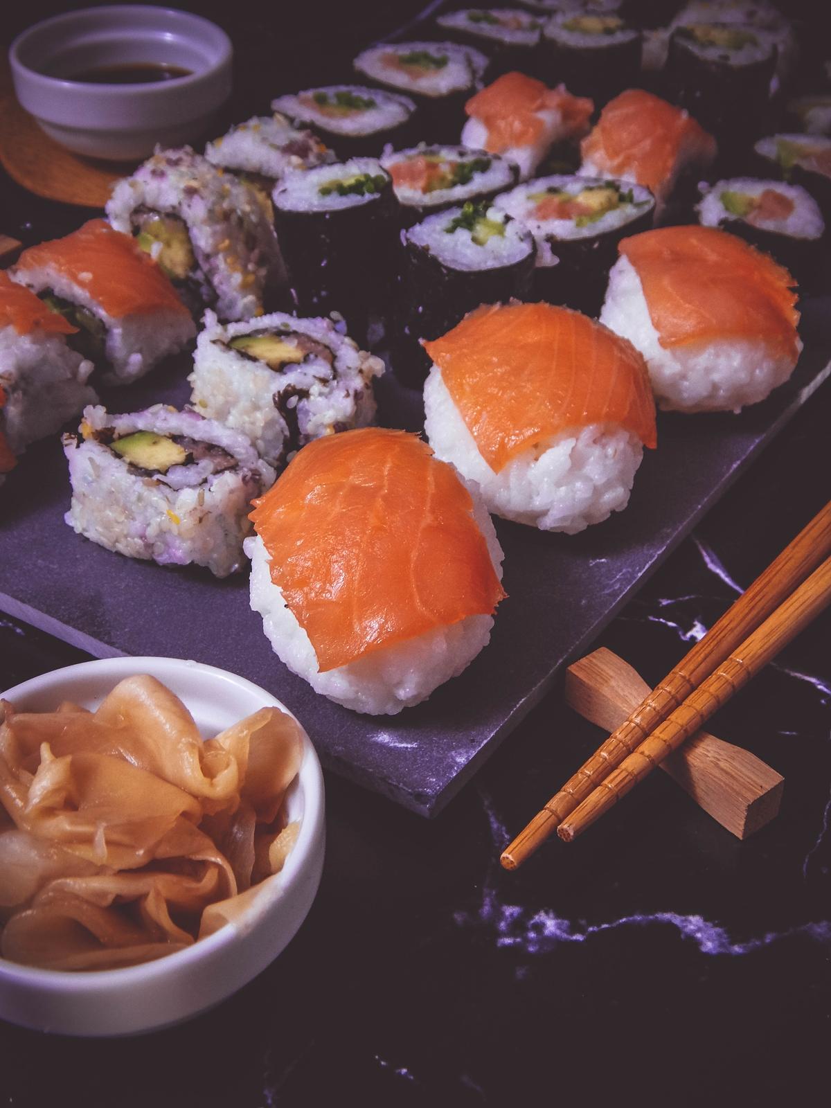 przepis na sushi jak zrobić sushi sushi bez surowej ryby z wędzonym łososiem dragon sushi przepis pomysły rodzaje sushi blog kulinarny melodylaniella łódź blogerka łódzka