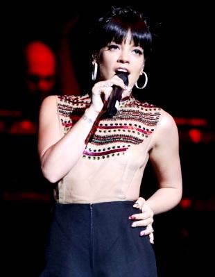 Foto de Lily Allen en el escenario