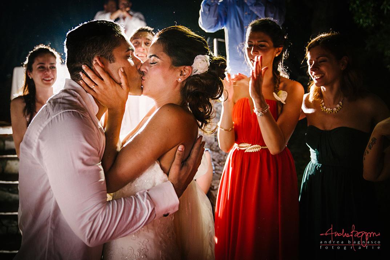 bride groom kiss emotional wedding italy photographer