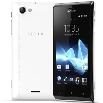 Spesifikasi Sony Xperia J ST26i    Harga handphone Sony Xperia J ST26i baru bisa anda dapatkan dengan budget Rp 1.975.000 dan harga bekas nya Rp 1.450.000. Merupakan ponsel pintar milik Sony yang masuk kedalam ponsel pintar kelas menengah. Memiliki layar sebesar 4 inch dengan panel TFT Capacitive Touchscreen 16 juta warna dan dilapisi dengan fitur antigores corning gorillas. Layar yang diusungnya memiliki resolusi standar 480 x 854 pixels namun sudah cukup memberikan gambar yang jernih dan detail yang cukup tinggi.  Saatnya Sobat gadgetberpindah ke dalam apa saja yang bisa Sobat gadgettemukan didalam body ponsel pintar kelas menengah ini. Tanpa prosesor ponsel pintar tidak bisa dikatakan pintar, karena prosesor merupakan otak dari ponsel pintar seperti layaknya PC. Mengusung prosesor Qualcomm MSM7227A Snapdragon, 1 GHz Cortex-A5, ponsel ini memberikan kinerja yang cukup lumayan cepat dan cukup memuaskan. Untuk bermain game HD juga sudah mampu tanpa hambatan yang besar meskipun hanya menggunakan GPU Adreno 200. Dibantu dengan RAM sebesar 512MB juga sedikit memberikan kinerja yang lebih cepat. Untuk menyimpan berbagai data dan hasil download Xperia J menyediakan memori internal hingga 4GB dan slot memori external up to 32GB.  Suka main jeprat jepret dengan kamera ponsel? Produk Sony akan memberikan kelebihan dalam hal ini. Melalui kamera primer dibagian belakang ponsel dengan resolusi 5 megapixel, kamera ini akan memberikan hasil gambar foto maupun video layaknya kamera digital milik Sony. Sayangnya kamera depan atau kamera sekunder masih sekelas VGA, namun anda akan puas dengan hasil kamera primer dan tidak terlalu memikirkan kamera sekunder di depan.   Kelebihan  Telah mendukung jaringan 3G HSDPA yang menawarkan