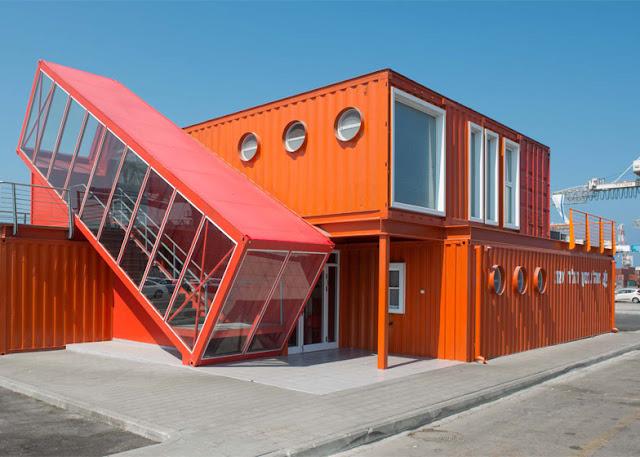 Оригинальное офисное здание из контейнеров