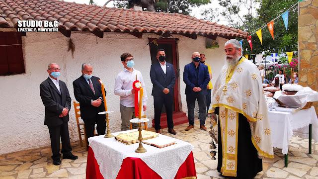 Ναύπλιο: H εορτή του Αγίου Ιωάννου του Θεολόγου στο πανέμορφο εκκλησάκι στην παραλία Καραθώνας (βίντεο)