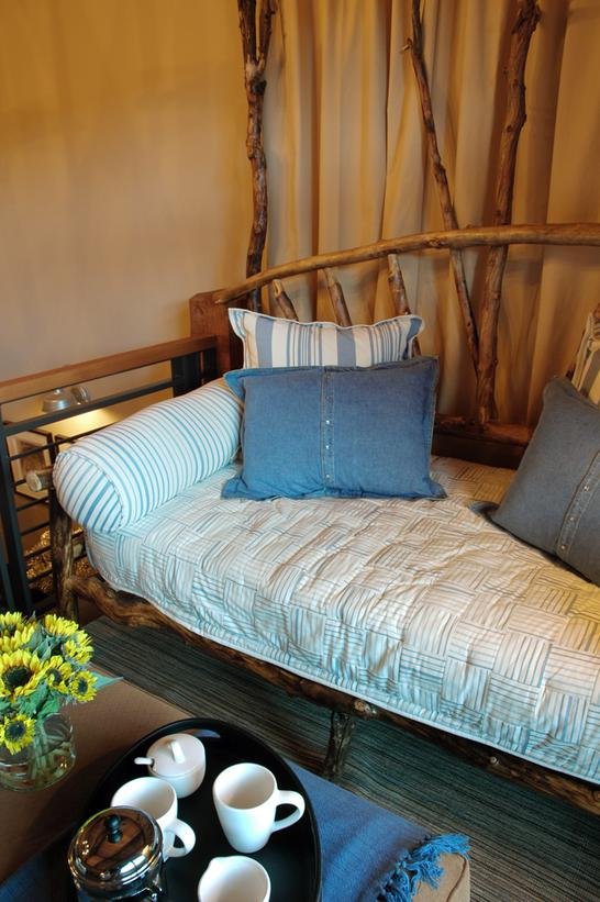 Modern Furniture: Daybeds 2013 Ideas from HGTV
