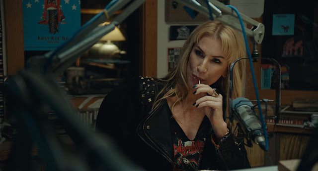 [Tráiler] Caroline Williams regresa como DJ de radio en 'Ten Minutes to Midnight'