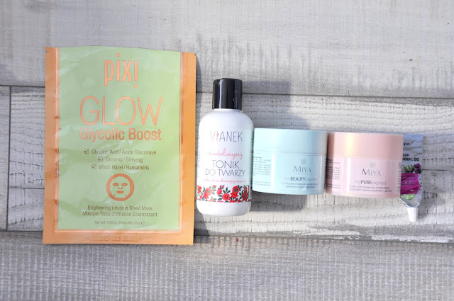 maska w płacie pixi glow glycolic boost, krem pod oczy tołpa urban garden 50+, rewitalizujący tonik do twarzy vianek, maska do twarzy miya cosmetics mypureexpress, maska do twarzy miya cosmetics mybeautyexpress