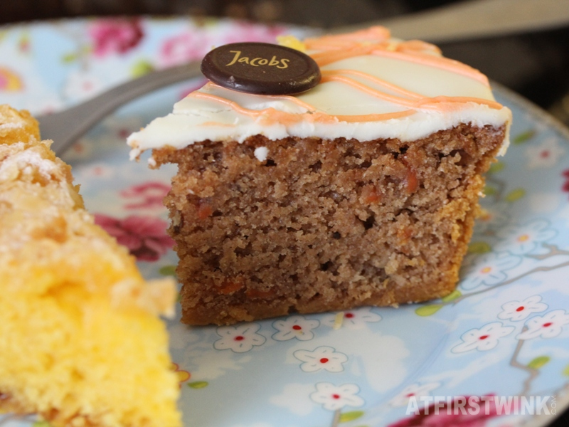 bakkerij jacobs leiden netherlands slice of carrot cake