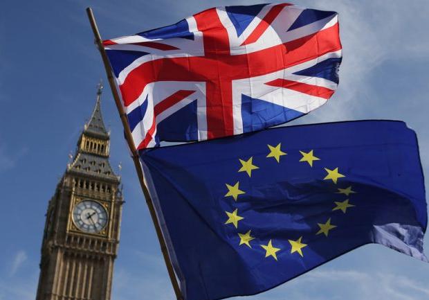 بروكسل ولندن على مواصلة المفاوضات لمحاولة التوصل إلى اتفاق ما بعد خروج بريطانيا من الاتحاد الأوروبي