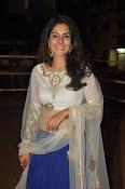 isha talwar latest glam pics-thumbnail-20