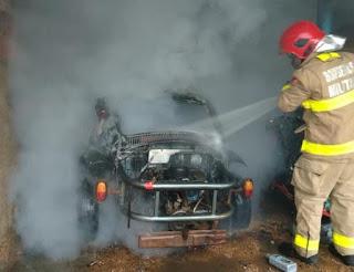 Bombeiros são acionados para ocorrência de incêndio em veículo no bairro do Corrente, em Catolé do Rocha