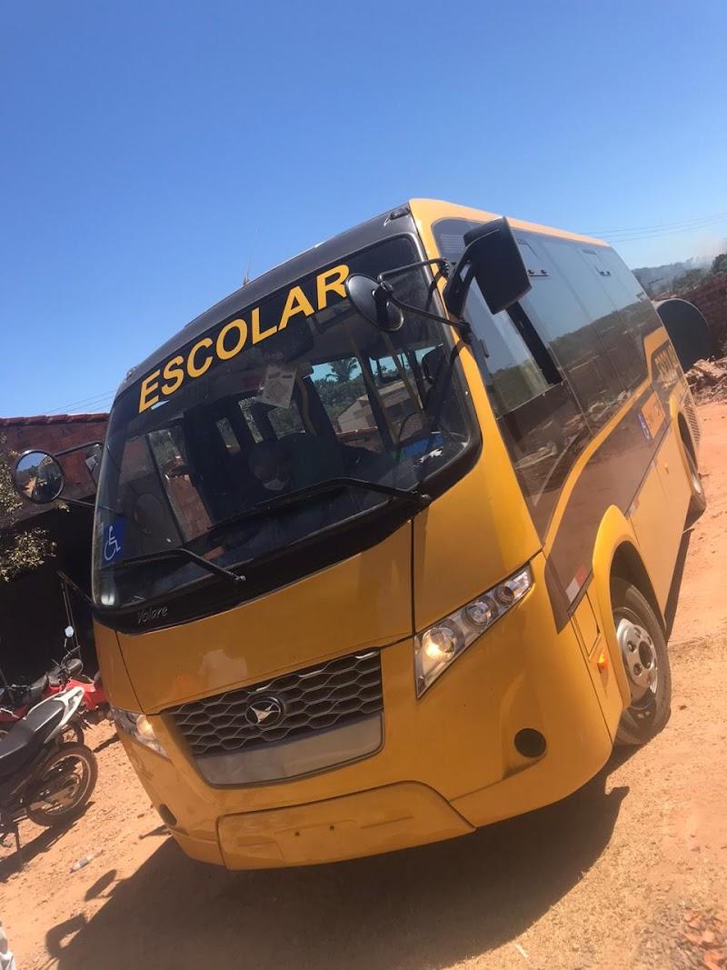 Prefeitura de Esperantinópolis recebe novo ônibus para transporte escolar