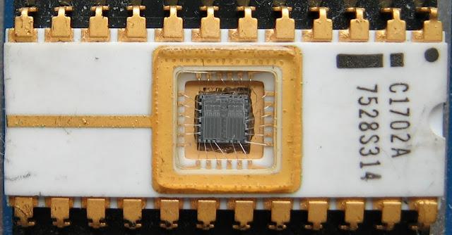 يحتوي واحد كيلو غرام من رقاقة[ Intel 1702A EPROM ] استطعت استخراج 7غرام ذهب صافي مايعادل 300$