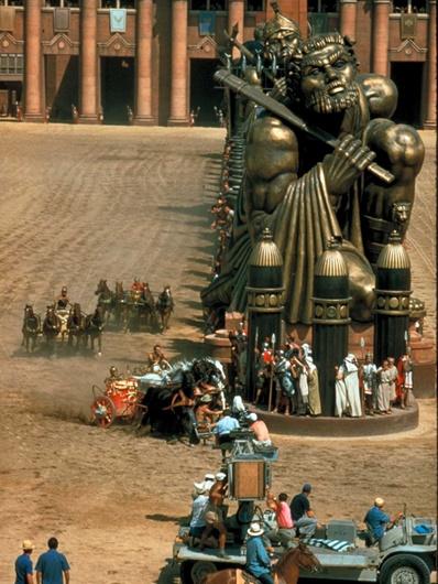 Delizie di Arte Cacaista: Il Gigante Accovacciato di Cinecittà