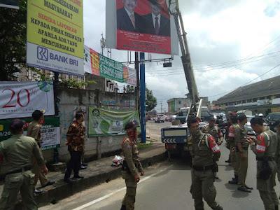 Panwaslu Bandarlampung Tertibkan Alat Peraga Kampanye (APK) Yang Tak Sesuai PKPU