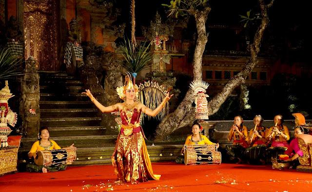 Spectacle de danse locale à Ubud, Bali, Indonésie