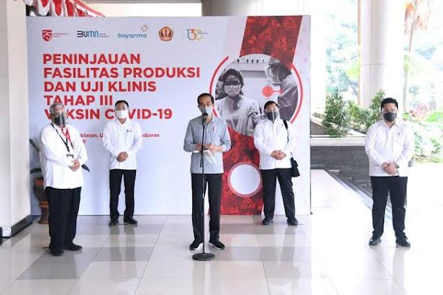 Jokowi Gencar Sosialisasikan Vaksin Sinovac, Haris Rusli: Apakah Bermigrasi jadi Influencer?