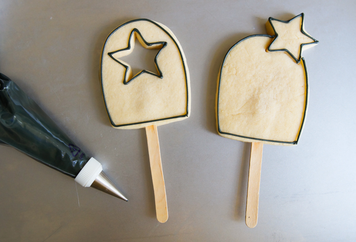 how to make 4th of July Bomb Pop Decorated Cookie ♥ bakeat350.net