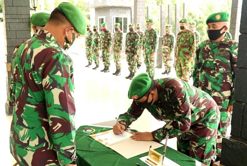 Dandim 0315/Bintan Pimpin Langsung  Pelaksanaan Upacara Korp Raport Sertijab Danramil 03/Bintan Utara
