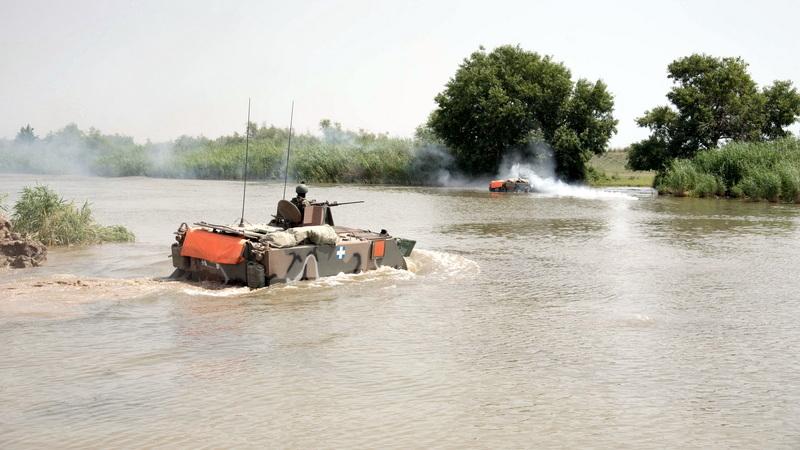 Στρατιωτική άσκηση διάβασης ποταμού στον Έβρο