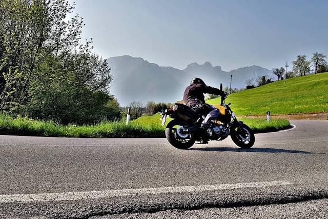 Yamaha MT03 giri in moto