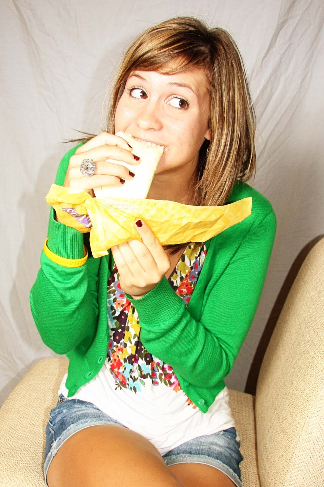 hi i m lanette and i m a taco bell addict his photo girl