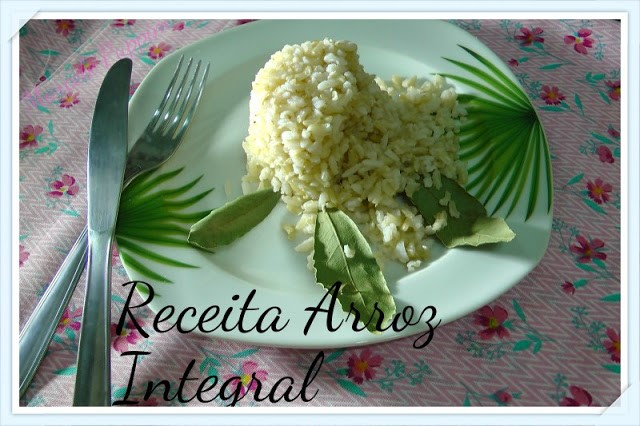 arroz-integral-prato-decorado-garfo-faca