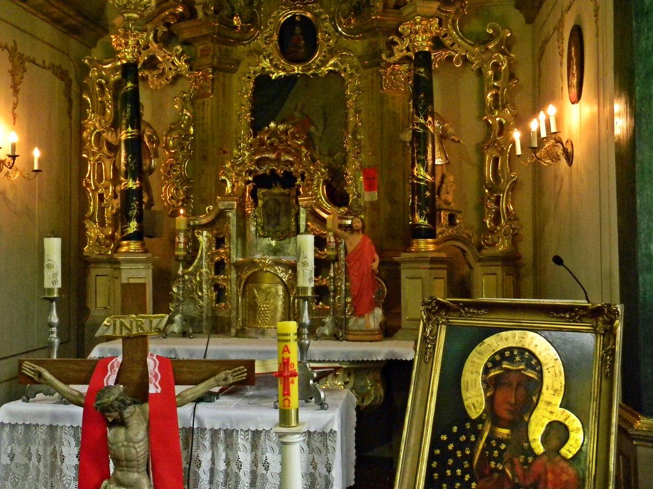 bogate zdobienia, Łomnica, drewniany kościół