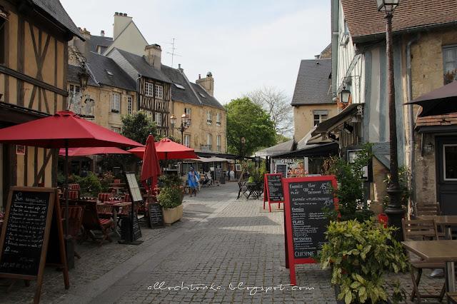 Na tej ulicy w Caen śpiewała młoda Edith Piaf