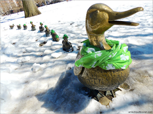 Make Way for Ducklings listos para San Patricio en el Boston Public Garden