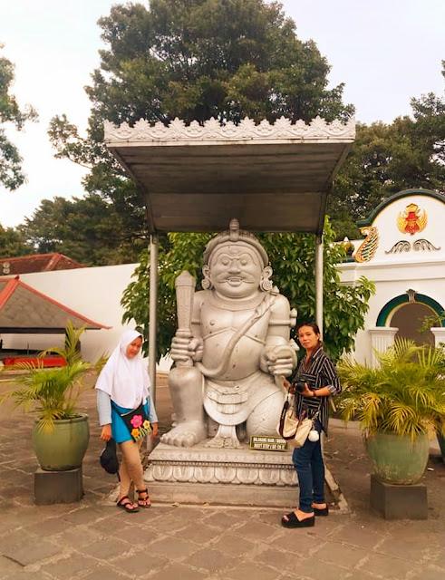 Traveling Dari Tugu Jogja, Malioboro, Kraton dan Tamansari Jogja