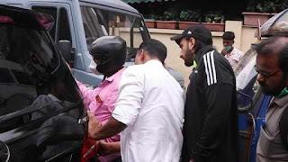 A bike brushed Ranveer Singh car in Bandra