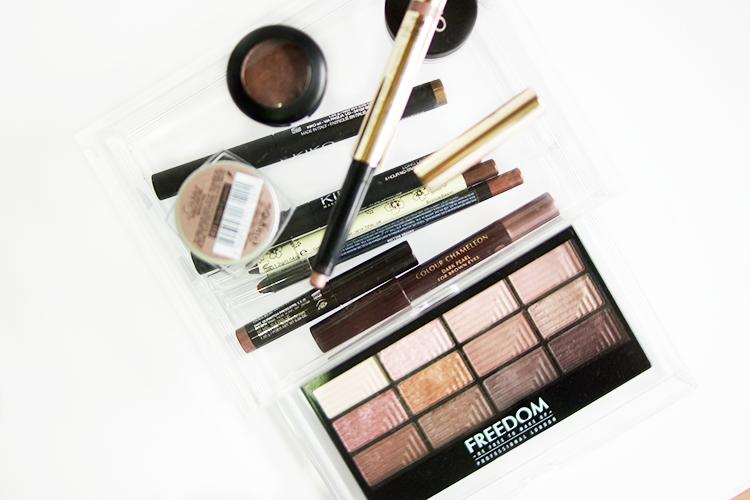 favourite-everyday-eyeshadows-makeup-flatlay