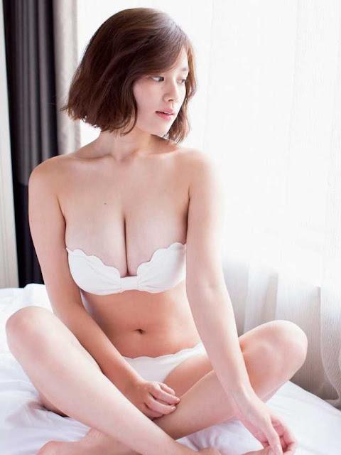 """""""Thiên thần nội y"""" Nhật Bản từng bị """"sàm sỡ"""" trên TV vì vòng một ngoại cỡ"""