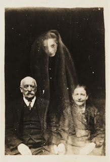 Fake ghost photography by William Hope (1863-1933).