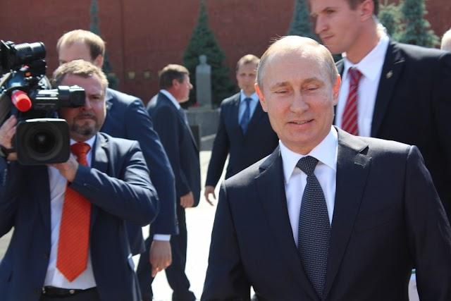 Putyin elrendelte az orosz lakosság tömeges beoltását