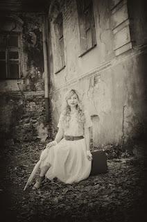 La chica fantasma en la mansión