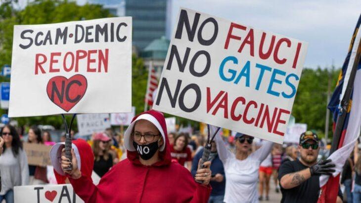 Antivacunas están usando cubrebocas para protegerse de quienes ya se vacunaron