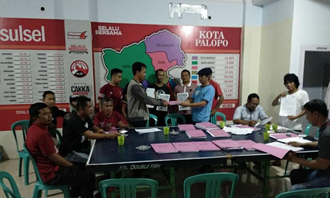 Giliran Warga di Palopo Serahkan KTP Dukungan ke IYL-Cakka