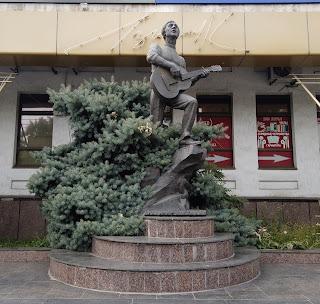 Мелитополь. Проспект Богдана Хмельницкого. Памятник Владимиру Высоцкому