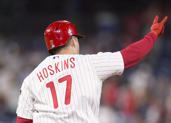 Hoskins homer helps Phillies beat Braves