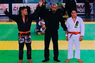 http:www.//vnoticia.com.br/noticia/2634-lutador-infanto-juvenil-de-sfi-e-campeao-em-competicao-internacional-de-jiu-jitsu