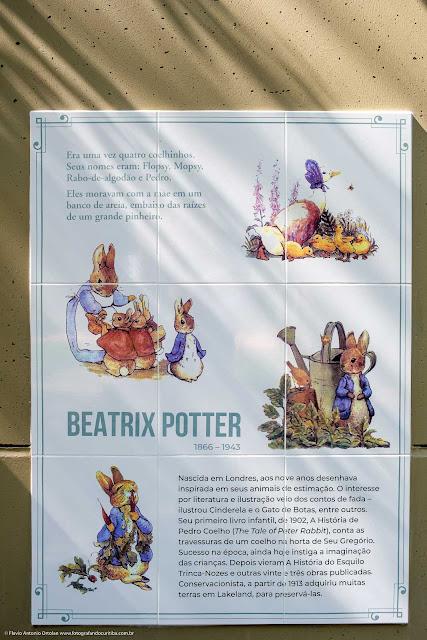 Homenagem a Beatrix Potter no Memorial Inglês - painel de azulejos