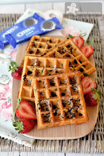 easy crispy Oreo waffles cookies and cream waffles
