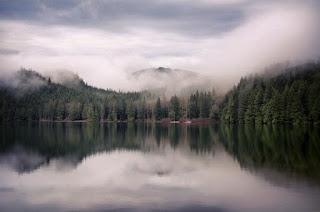 Những hồ nước phủ sương mơ màng khi sang đông 1