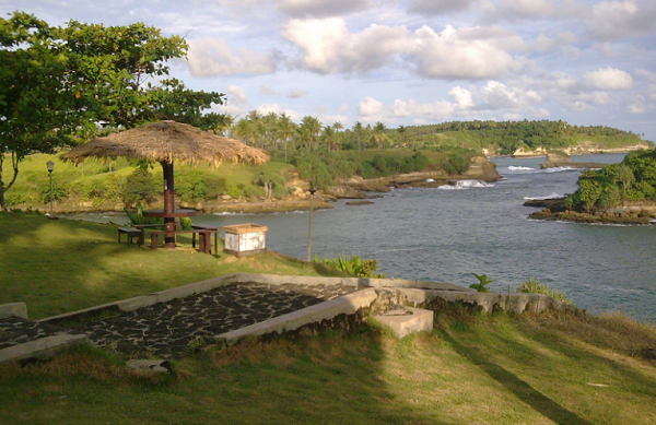 tempat wisata sukabumi pantai Amanda ratu