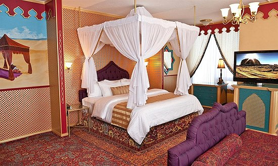 Egyptian themed room for Hotel decor ideas
