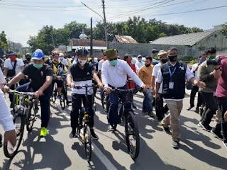 Naik Sepeda,  Akhyar-Salman Resmi Mendaftar ke KPU Medan