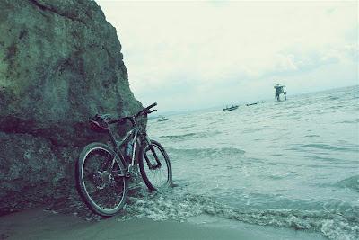 Bersepeda dari Pantai Pangandaran ke Batu Karas
