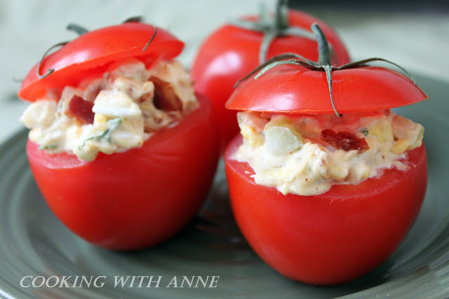 Bacon and Egg Stuffed Tomatoes